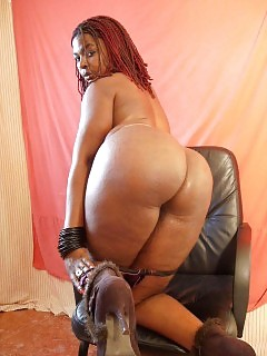 African Goddesses Squirting Black Pussy